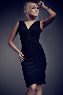 Rochie eleganta neagra fara maneci